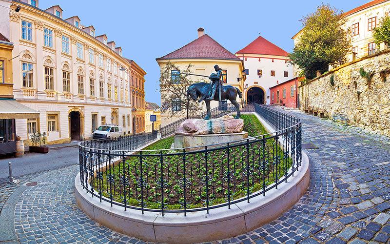 Zagreb Stone gate, Porta di Pietra south entrance