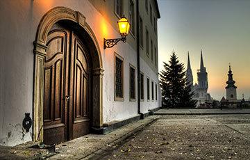 Klovićevi Dvori Gallery from Strossmayer promenade