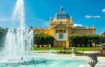 Art Pavilion Zagreb with fountain