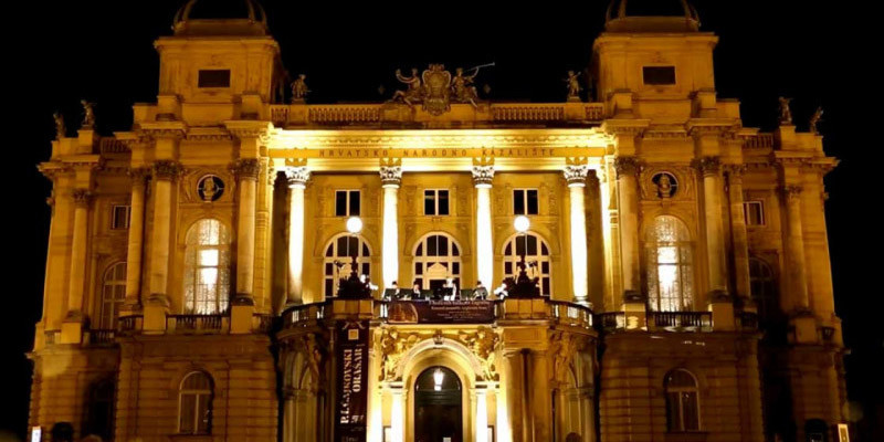 Advent in Zagreb, Croatian National Theatre | Zagreb Tourist Board